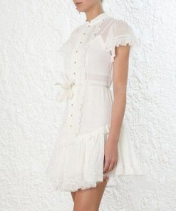 Weißes Kleid im böhmischen Stil